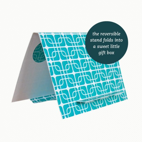 The brooch gift box can be folded out into an easel card with a matching turquoise pattern.