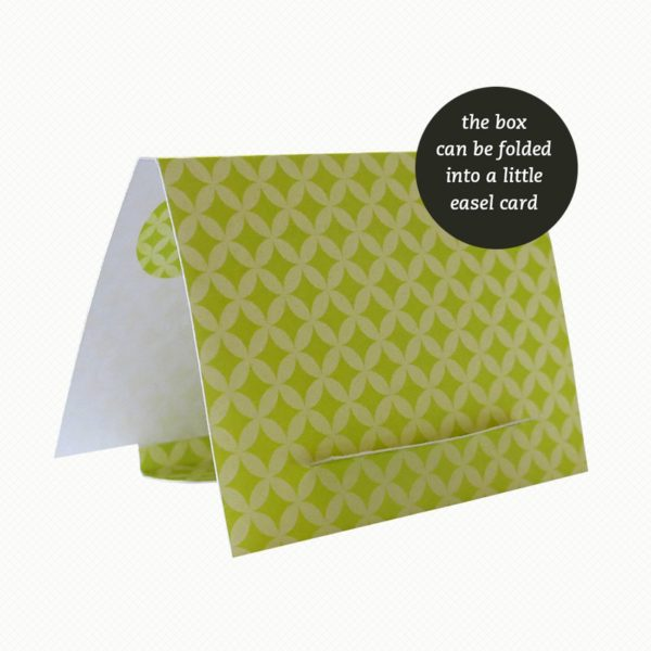 The brooch gift box can be folded out into an easel card with a matching pattern.